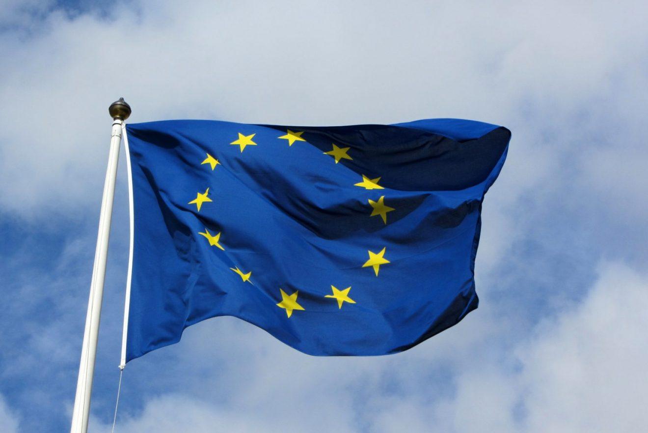European_flag_in_Karlskrona_2011-1536x1025